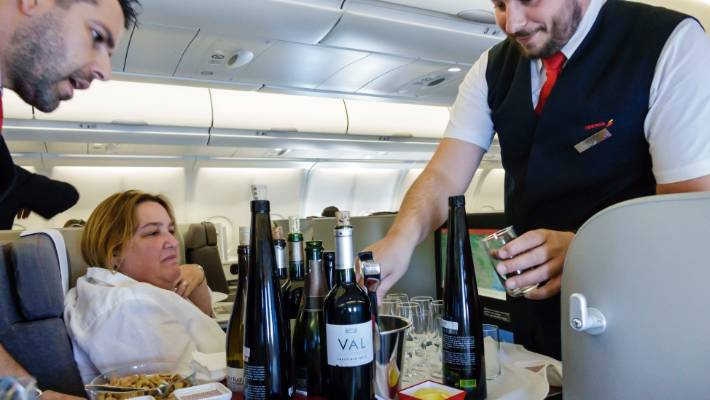 why_wine_taste_different_in_air